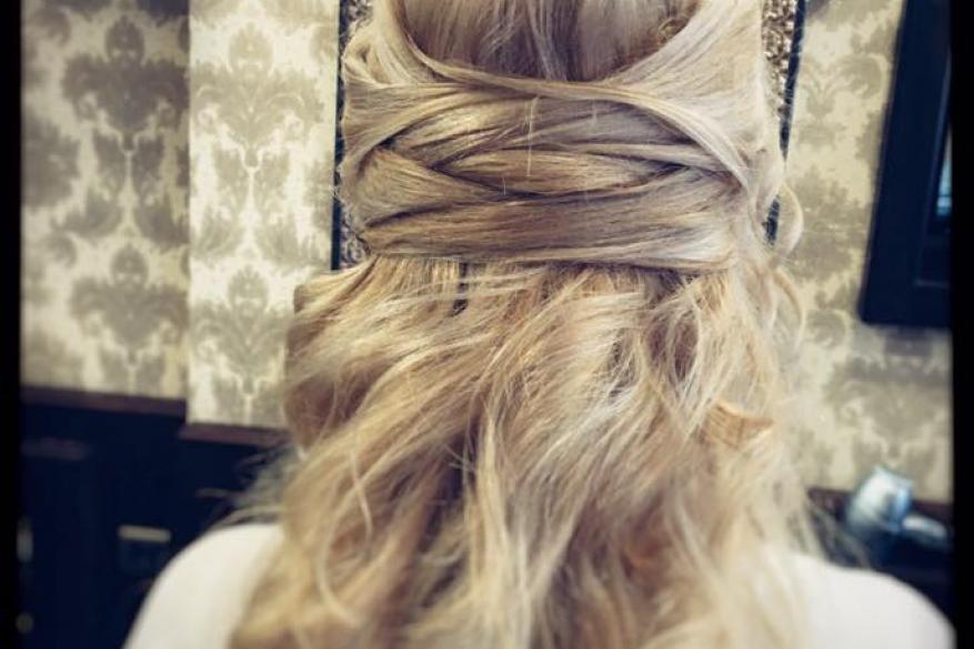 Ξανθό Νυφικό Χτένισμα Μακρύ Κυματιστό Blond Wavy Bridal Hairstyling Blonde Bride